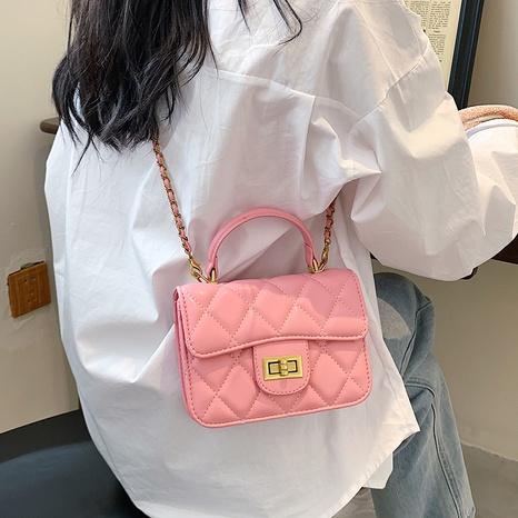 wholesale bolso de mensajero de un solo hombro con cadena rómbica de hilo de bordar Nihaojewelry NHTG388388's discount tags