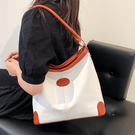 wholesale bolso de mano de un solo hombro de color chocante simple Nihaojewelry NHAV388762's discount tags