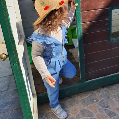 Mono de mezclilla al por mayor para niños con volantes pantalones sueltos ropa de bebé 80cm-130cm NHWU388832's discount tags