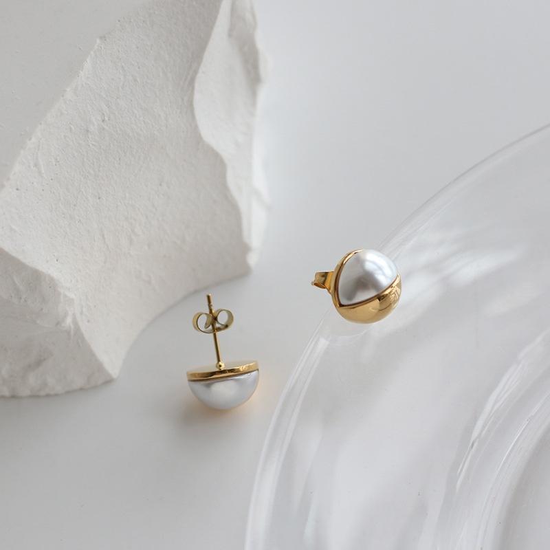 wholesale jewelry pearl hemisphere titanium steel goldplated stud earrings nihaojewelry  NHGC389097