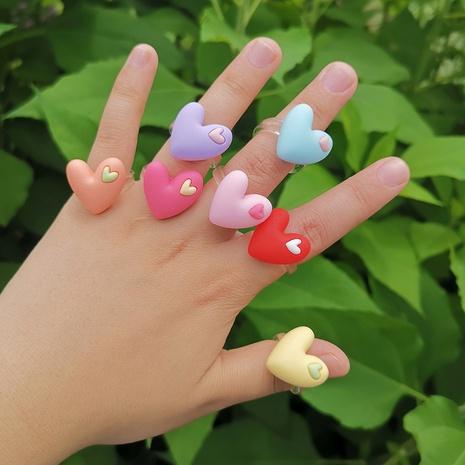Al por mayor joyería anillo de dos colores de resina en forma de corazón Nihaojewelry NHYIA389754's discount tags