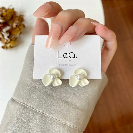 wholesale Korean white flowers inlaid pearl stud earrings Nihaojewelry  NHOT391669's discount tags