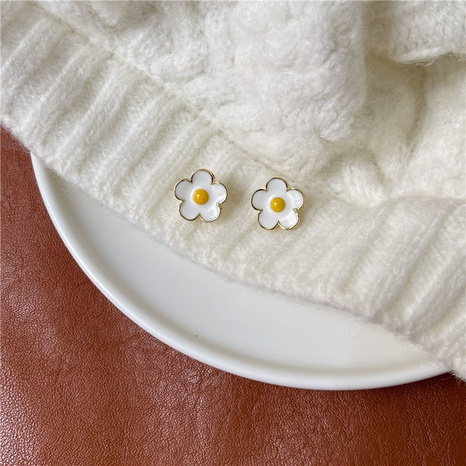wholesale simple flowers mini stud earrings Nihaojewelry  NHOT391668's discount tags