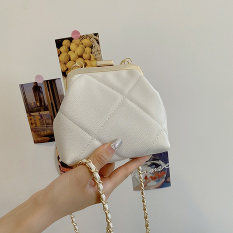 wholesale rhumbus pattern clip buckle type messenger bag nihaojewelry  NHLH390473's discount tags