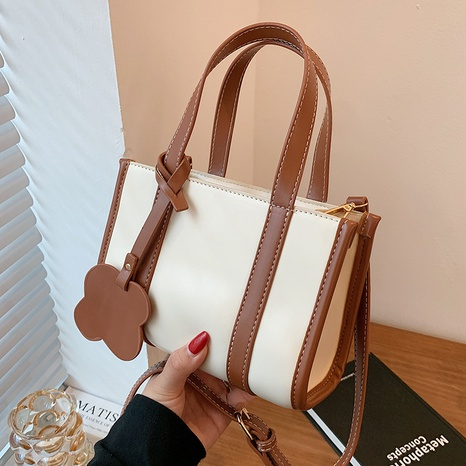 wholesale hit color large capacity messenger tote bag nihaojewelry  NHLH390479's discount tags