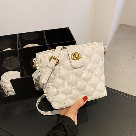 wholesale rhumbus embroidery thread one-shoulder messenger armpit bag nihaojewelry  NHLH390487's discount tags