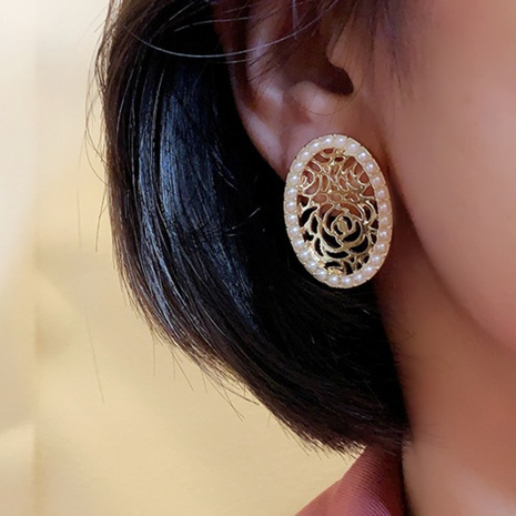 wholesale Korean retro pearl geometric round stud earrings Nihaojewelry  NHGY391578's discount tags