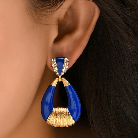 Großhandel Schmuck kreative hohle tropfenförmige diamantbesetzte Ohrringe Nihaojewelry NHYAO390680's discount tags