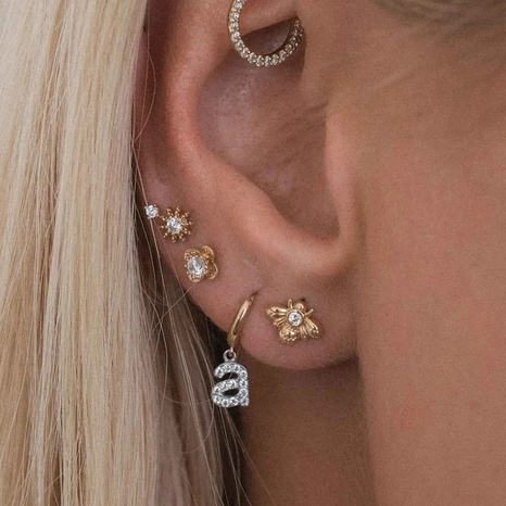 Großhandel Schmuck 26 englische Buchstaben zweifarbige Kupferschnalle Ohrringe Nihaojewelry NHYIA391263's discount tags