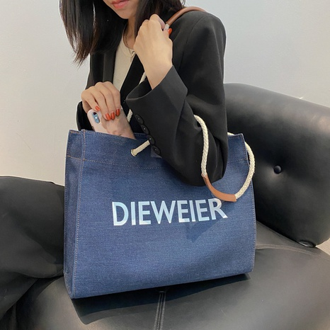 vente en gros sac fourre-tout imprimé lettre denim de mode Nihaojewelry NHTG392598's discount tags