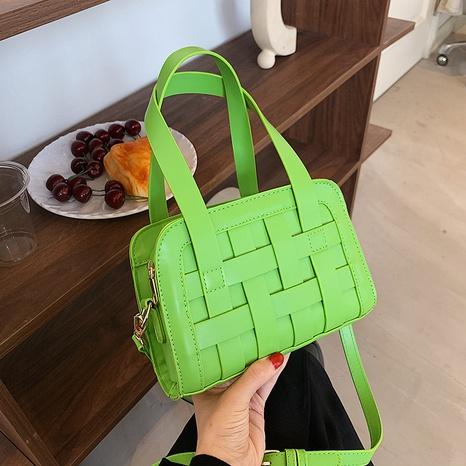 vente en gros nouveau sac de messager tissé à une épaule de couleur hit Nihaojewelry NHTG392603's discount tags