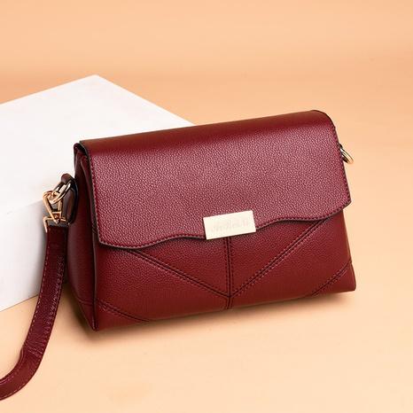 wholesale petit sac en diagonale à une seule épaule avec boucle en métal de couleur unie rétro Nihaojewelry NHAV392655's discount tags