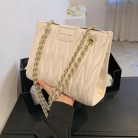 Nihaojewelry Zubehör Großhandel Mode geprägte einfarbige Kette kleine quadratische Tasche NHAV378132's discount tags