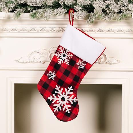 Décoration de chaussettes à carreaux rouges et noires de flocon de neige de Noël en gros Nihaojewelry NHHB394496's discount tags