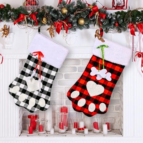 Vente en gros Chaussettes de Noël à carreaux rouges et noirs Patte de chien Décoration Nihaojewelry NHHB394503's discount tags