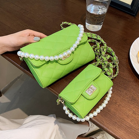 wholesale solid colorpearl chain rhombus messenger bag Nihaojewelry NHGN394837's discount tags