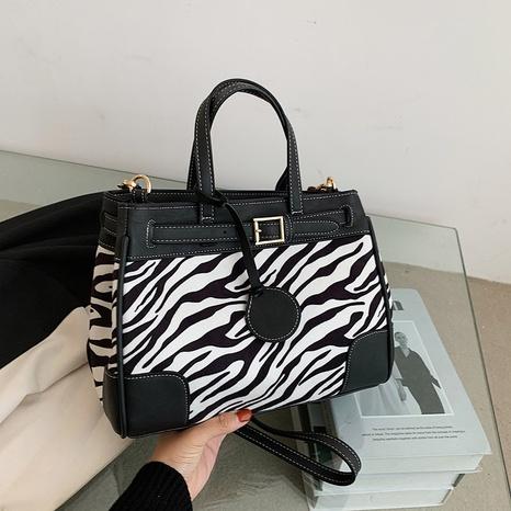 fashion one-shoulder leopard pattern messenger handbag tote bag wholesale nihaojewelry NHGN394849's discount tags