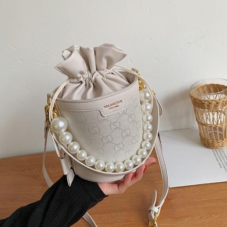 Mode Perlenkette geprägt Kordelzug Eimer One-Shoulder Messenger Bag Großhandel nihaojewelry NHRU395023's discount tags