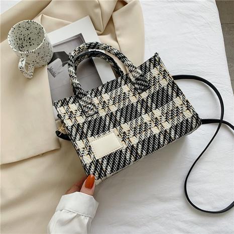 Retro Fashion Single Shoulder Messenger Plaid Tote Bag Großhandel Nihaojewelry NHRU395059's discount tags