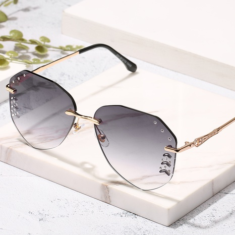 wholesale diamond-cut aviator gradient color sunglasses wholesale Nihaojewelry NHZIH401828's discount tags