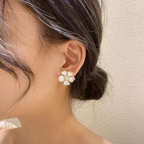 nihaojewelry mode tridimensionnelle huile blanche dégoulinant boucles d'oreilles fleur bijoux en gros NHMS378436's discount tags