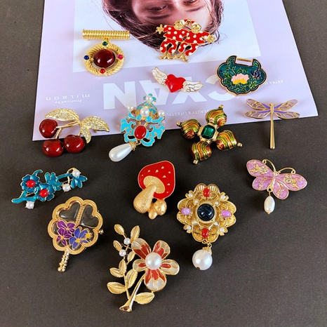 nihaojewelry retro plant flowers Santa Claus animal fruit drip glaze brooch wholesale jewelry NHOM378520's discount tags