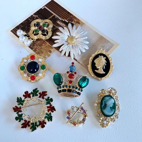 Nihaojewelry Retro Flower Crown Maple Leaf Dripping Glaze Brooch Wholesale Jewelry NHOM378516's discount tags