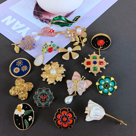 Nihaojewelry Retro Flower Straw Hat Animal Dripping Glaze Brooch Wholesale Jewelry NHOM378538's discount tags