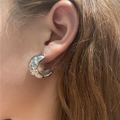 Boucles d'oreilles géométriques en forme de C à motif de diamant simple en gros de bijoux Nihaojewelry NHYQ378888's discount tags