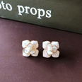 NHOM1751858-white-flower-drip-glaze-silver-pin-earrings-1.8C