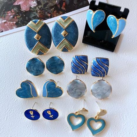 Nihaojewelry joyas al por mayor flor de esmalte de esmalte cosiendo pendientes de botón de corazón azul NHOM379295's discount tags