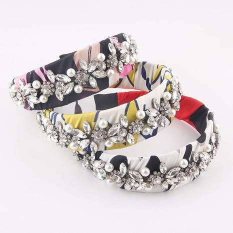 Venta al por mayor de joyas barrocas de tela de color floral Diadema de perlas de diamantes Nihaojewelry NHWJ379371's discount tags