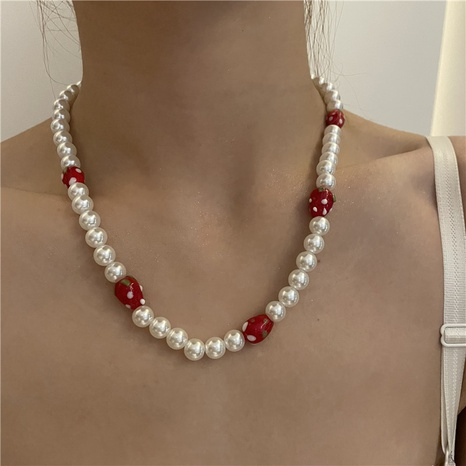 Nihaojewelry jewelry wholesale strawberry pearl splicing clavicle chain  NHYQ379670's discount tags