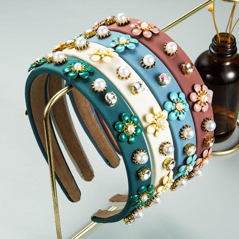 wholesale jewelry retro flower pearl headband Nihaojewelry NHLN379992's discount tags