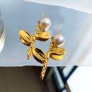 Nihaojewelry wholesale jewelry simple pearl flower copper stud earrings  NHGI381261