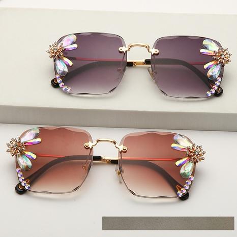 wholesale accessories diamond-studded flower sunglasses Nihaojewelry NHMSG381480's discount tags