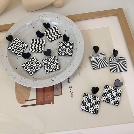 Boucles d'oreilles acryliques carrées coeur damier blanc noir rétro en gros nihaojewelry NHMS401309's discount tags