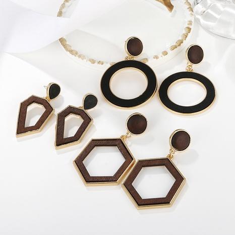 Großhandel Schmuck geometrische hohle unregelmäßige Holzanhänger Ohrringe nihaojewelry NHAYN406346's discount tags