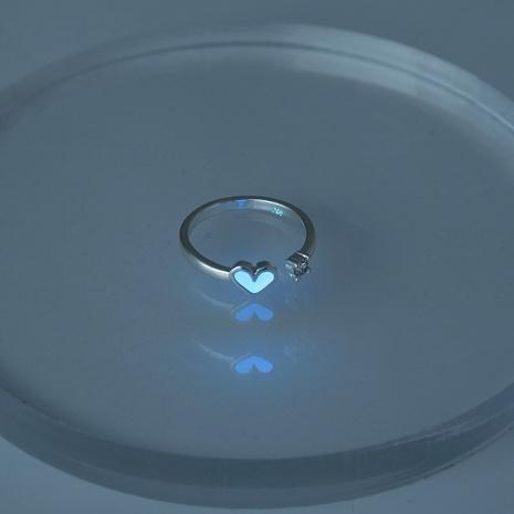 Anillo de circón en forma de corazón luminoso azul oscuro de Halloween al por mayor Nihaojewelry NHDB406721's discount tags
