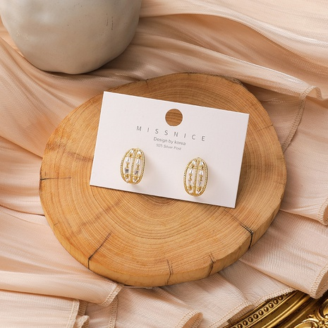 wholesale Boucles d'oreilles en cuivre et zircon en arc de cercle coréen Nihaojewelry NHMS395724's discount tags