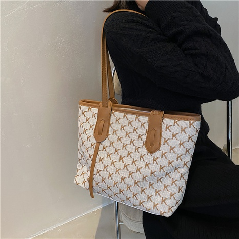 Large-capacity fashion letter printing single shoulder tote bag wholesale nihaojewelry NHWH407216's discount tags