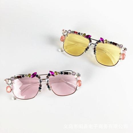 Vintage Mode Rahmen eingelegte Strass bunte Linsen Sonnenbrille Großhandel nihaojewelry NHMSG407310's discount tags