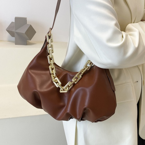 retro large-capacity thick chain solid color shoulder messenger bag wholesale nihaojewelry NHAV407531's discount tags