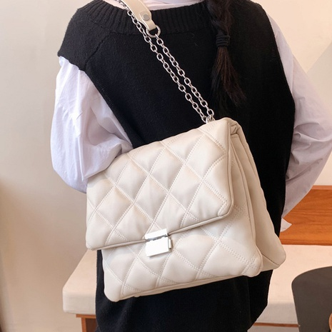 simple fashion rhombus chain solid color messenger bag wholesale nihaojewelry NHAV407533's discount tags