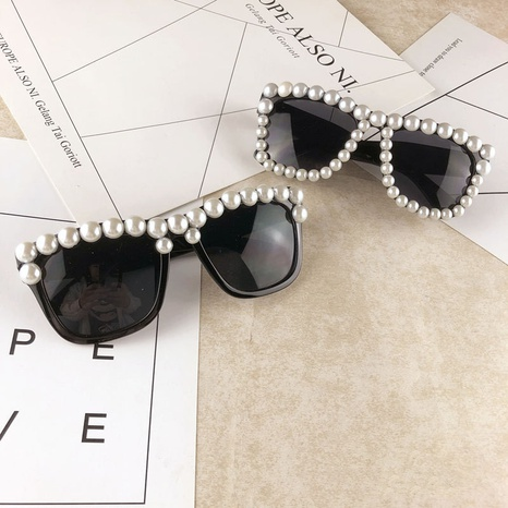 einfache mode handgemachte perle schwarz rahmen sonnenbrille großhandel nihaojewelry NHMSG407320's discount tags