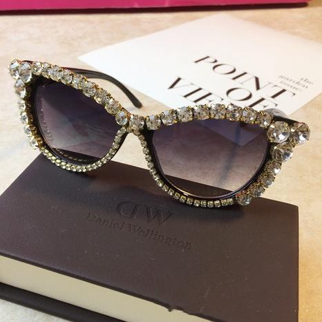 Mode Retro Katzenauge eingelegte Diamanten Sonnenbrille Großhandel nihaojewelry NHMSG407317's discount tags
