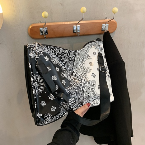 retro printed shoulder messenger bag wholesale Nihaojewelry NHGN407912's discount tags