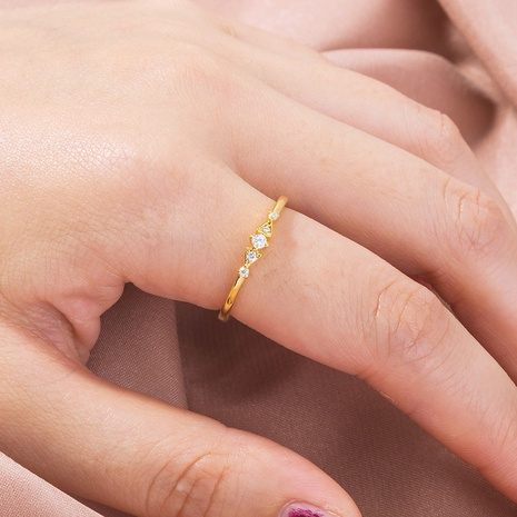 moda simple anillo de cobre con incrustaciones de oro y circonitas al por mayor nihaojewelry NHDB408199's discount tags