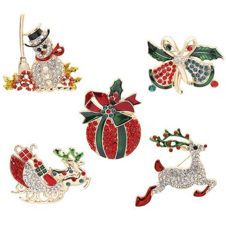 Großhandel Schmuck Weihnachten Apfelschlitten Elchglocke Schneemann Brosche nihaojewelry NHCU408468's discount tags