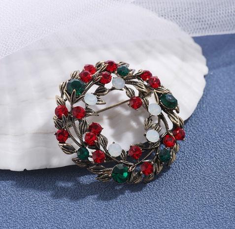 broche de corona de diamantes de aleación de moda al por mayor Nihaojewelry NHIK408721's discount tags